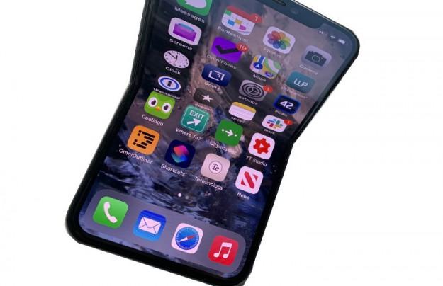 Два разных прототипа складного iPhone уже прошли проверку качества