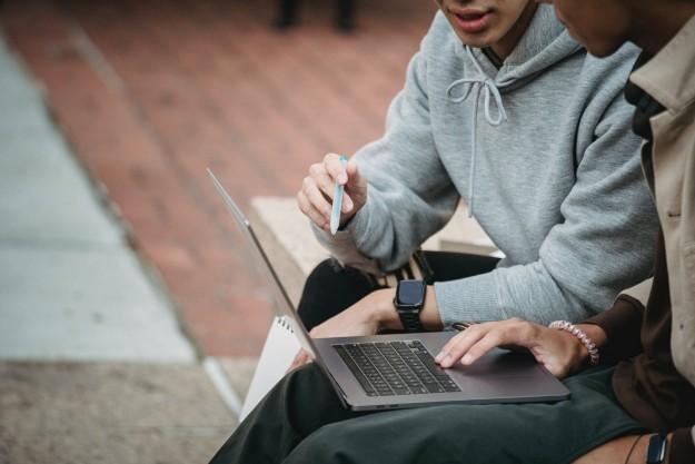Топ 10 лучших ноутбуков для учебы в 2021 году