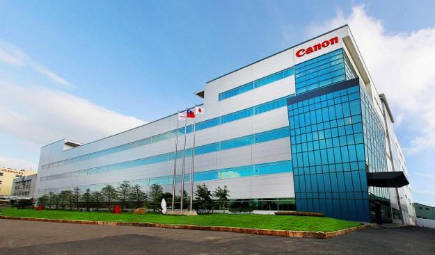 Чистая прибыль Canon упала на треть