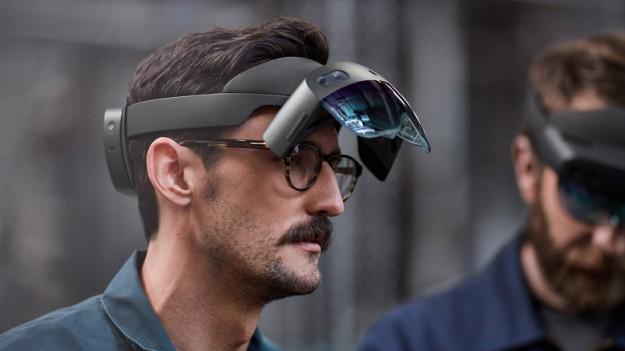 Microsoft представила VR-гарнитуру за $5000