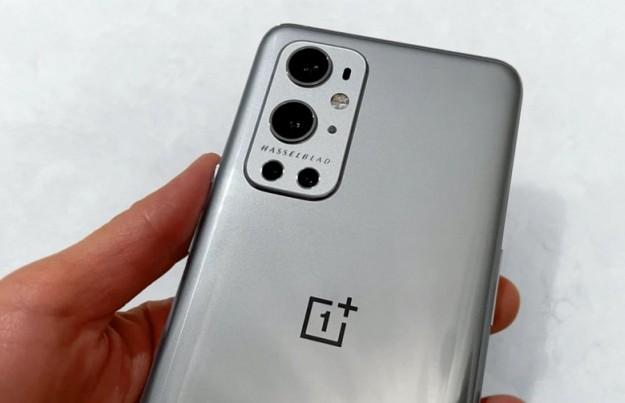 OnePlus 9 Pro позирует на живых фото