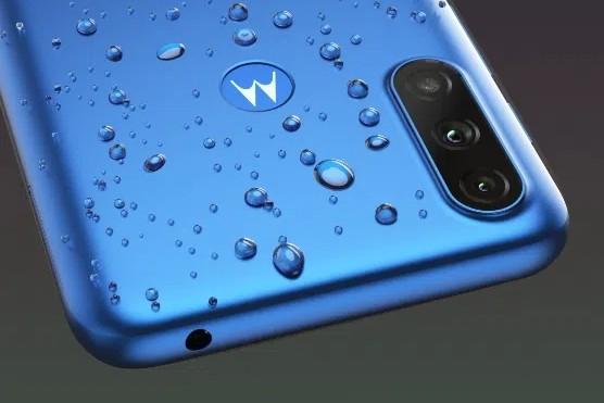 Представлена 100-долларовая Motorola с аккумулятором ёмкостью 5000 мАч и защитой от брызг