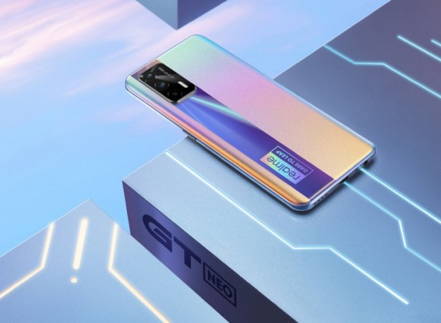 Realme показала смартфон GT Neo с броским неоновым дизайном в стиле киберпанк
