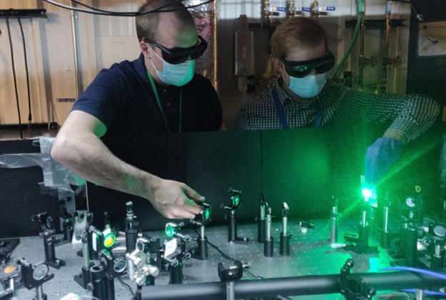 Ученые из США предложили новый источник одиночных фотонов для квантовой криптографии, кубитов и не только