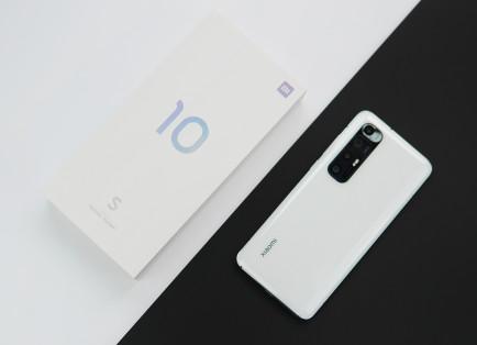 Xiaomi Mi 10S показали на живых фото и сравнили с Mi 10 Ultra