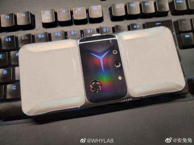 Что ты такое?! Смелый дизайн Lenovo Legion 2 Pro раскрыт живыми фото