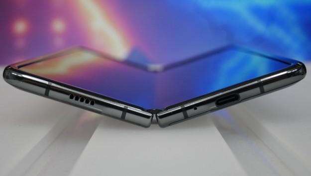 В этом году ожидается отгрузка 12 млн складных дисплеев AMOLED для смартфонов