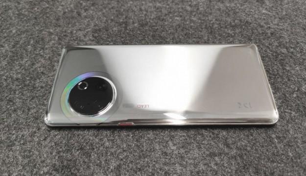 Прототип Huawei P50 запечатлён на живых фото. И он выглядит совсем не так, как предполагали многие