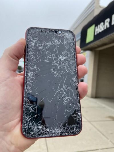 Самая распространенная поломка на iPhone – разбитый экран. Но есть и другие!