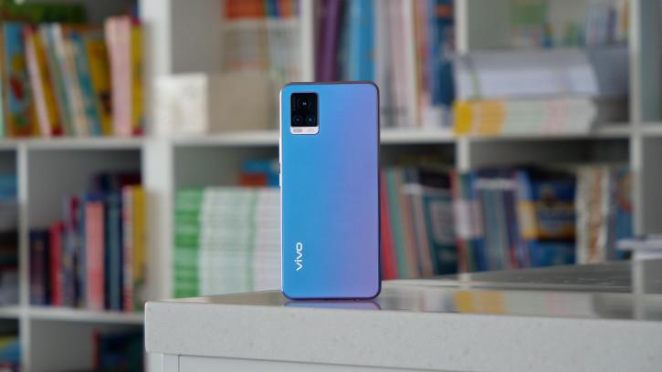 Обзор Vivo V20: симпатичный «инстафон»