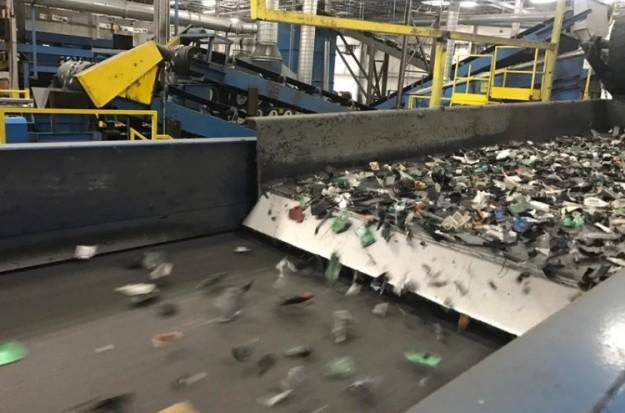 Apple заставляет перерабатывающие компании полностью уничтожать свои продукты и не позволяет их ремонтировать