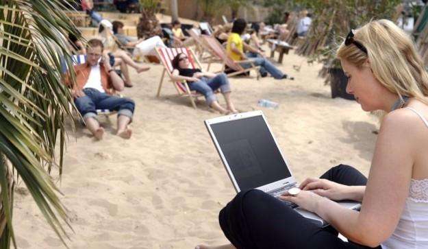 SMARTlife: Лежаки и шезлонги - ситуация в мире делает их рабочим местом на ближайшее лето