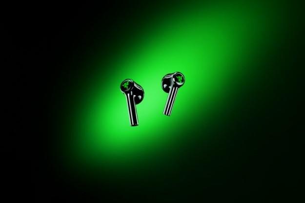 Razer представила геймерские беспроводные наушники-вкладыши Hammerhead True Wireless X с подсветкой