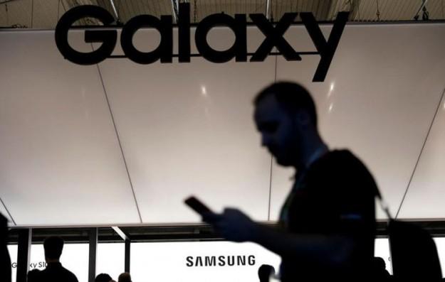 Samsung придумала смартфон со съемным экраном-браслетом