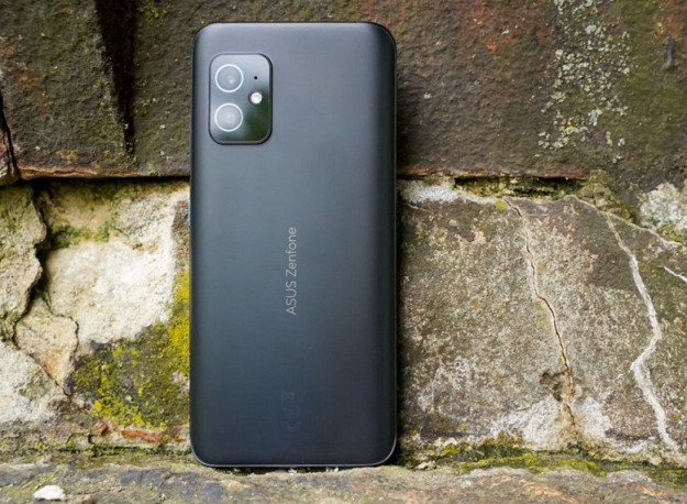 Дисплей Asus ZenFone 8 оценили немногим ниже iPhone 11 Pro Max