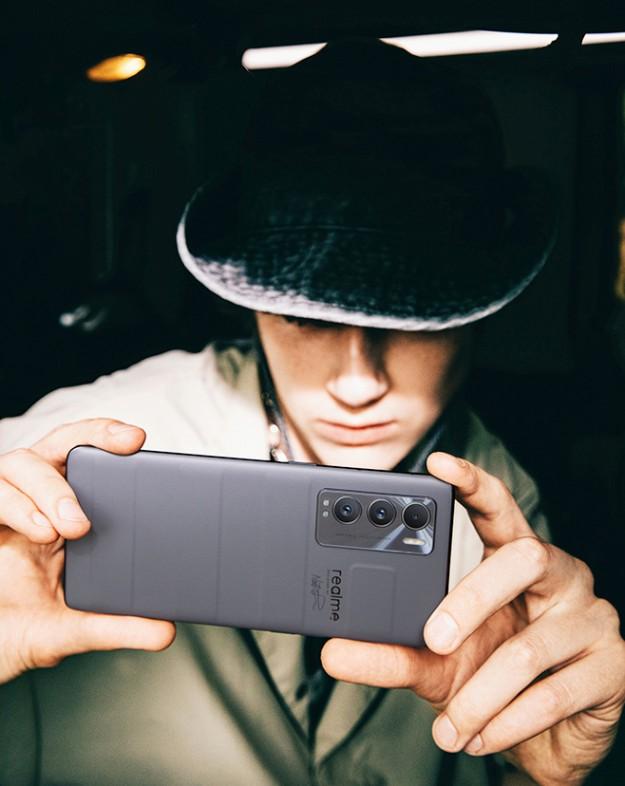 Кожаный Realme GT Master Edition на живых фото и видео до анонса