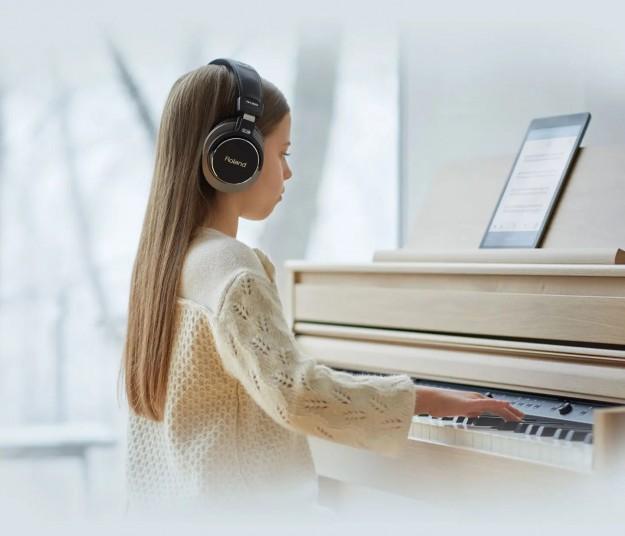 Цифровые пианино в интерьере жилья: каким оно может быть