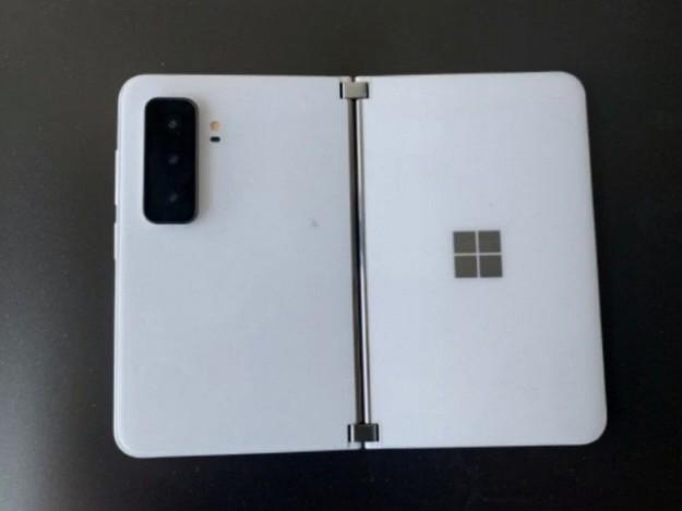 Нужен ли Microsoft Surface Duo 2 при наличии Samsung Galaxy Z Fold3? Появились подробности о складном смартфоне Microsoft