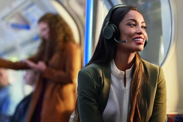 Компания Jabra объявила о выпуске гарнитуры Evolve2 75, которая ''оживит'' работу в гибридном формате